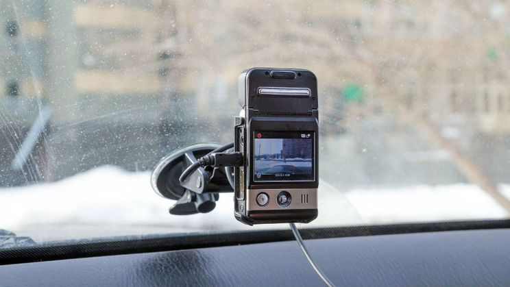Dashboard camera: why is it worth buying and how to choose the best one?